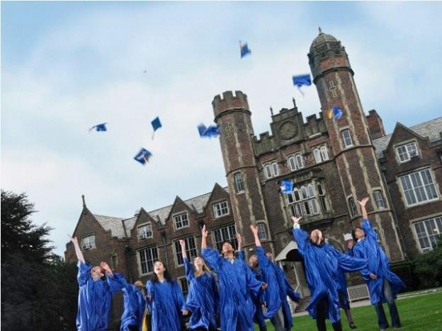graduatesthrow