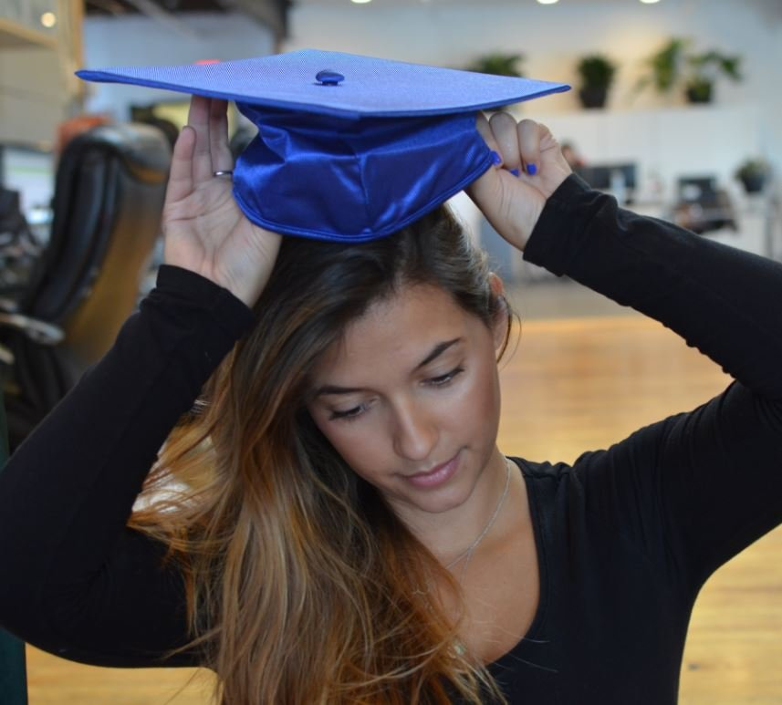 How to Wear a Graduation Cap and Apply the Tassel 2
