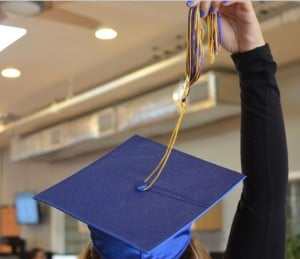 How to Wear a Graduation Cap and Apply the Tassel 10