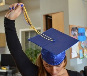 How to Wear a Graduation Cap and Apply the Tassel 9