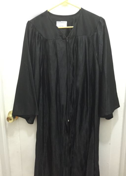 Graduation Gown Wrinkle Removal 12
